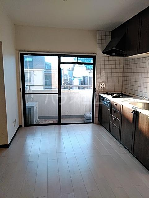 八王子3丁目マンション 203号室のリビング