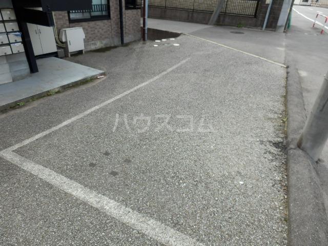 グランピエールK2 207号室の駐車場