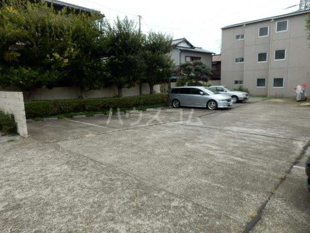 ウエストウイング 204号室の駐車場