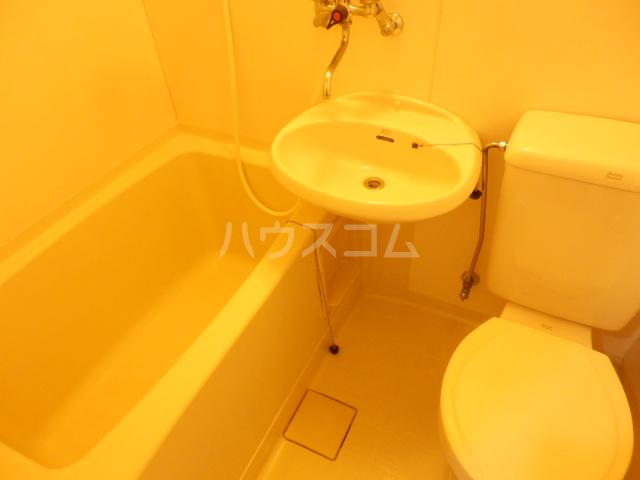 フォーレスト・リバー 301号室の風呂