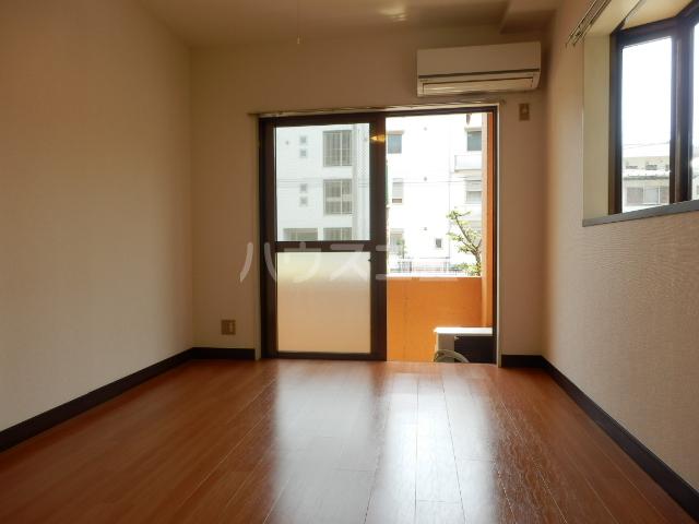 フォーレスト・リバー 301号室の居室