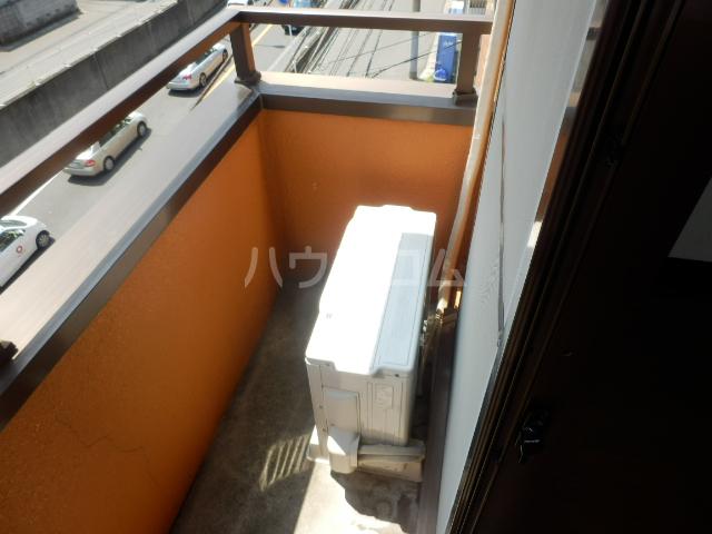 フォーレスト・リバー 301号室のバルコニー