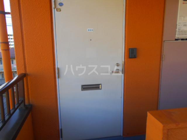 フォーレスト・リバー 301号室の玄関