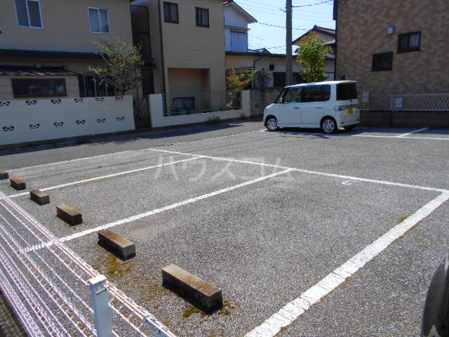 サンエミネントⅡ 203号室の駐車場