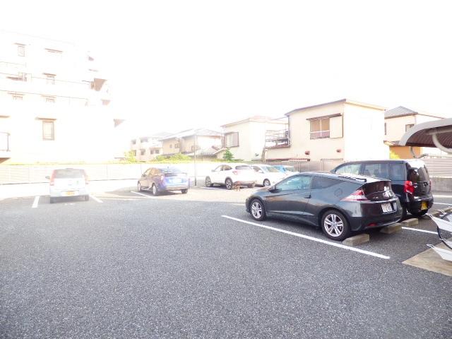 イマヴリューマンション 306号室の駐車場