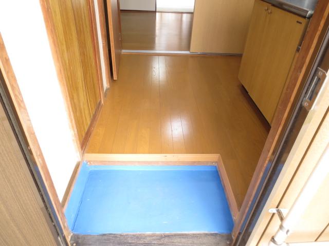 末広荘 201号室の玄関