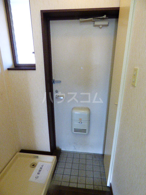 ヒルトップ花咲 202号室の玄関