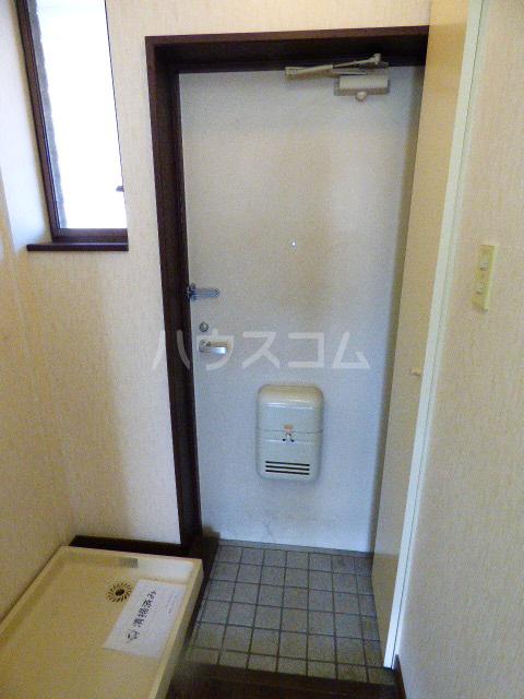 ヒルトップ花咲 210号室の玄関