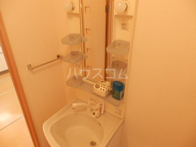 アークヒルズJ 201号室の洗面所