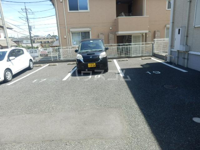 アークヒルズJ 201号室の駐車場