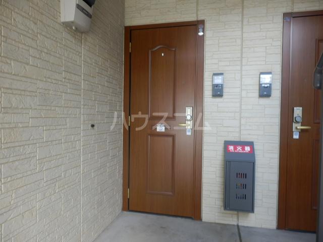 アークヒルズJ 201号室の玄関