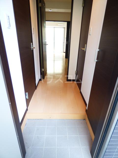 エクセレントコート幕張 303号室の玄関