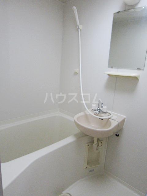 ヴェリエール三山 201号室の風呂