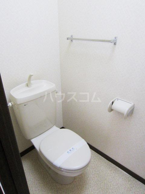 ヴェリエール三山 201号室のトイレ