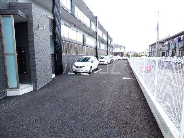 Casa Y 105号室の駐車場