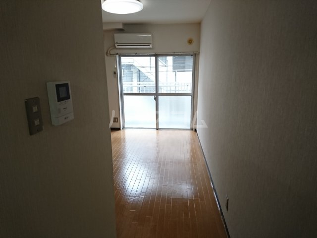 南船橋ザ・レジデンス 208号室のリビング