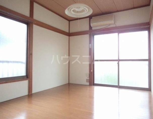立川荘 205号室のリビング