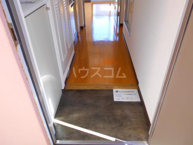 ハウス幕張 201号室の玄関