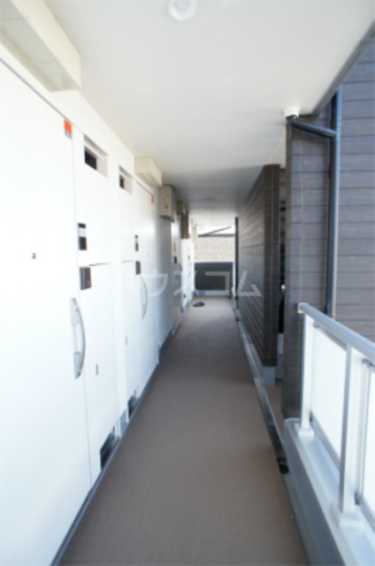 リブリ・エフ・エヌ 102号室のエントランス