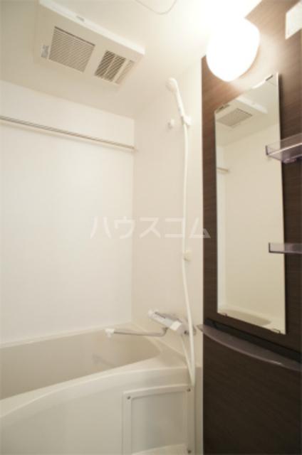 リブリ・エフ・エヌ 102号室の風呂