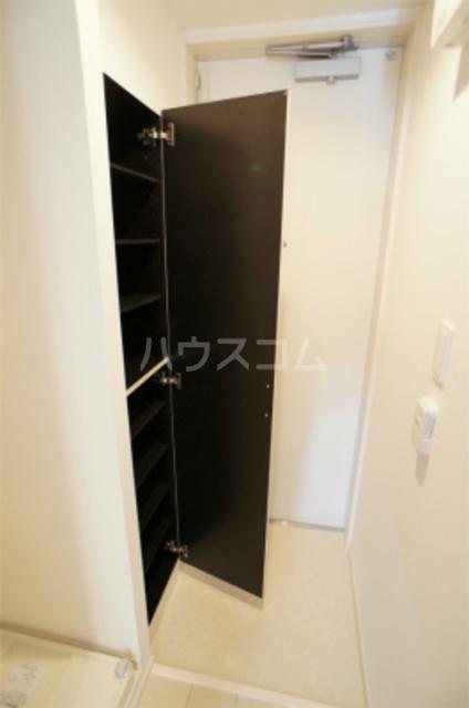 リブリ・エフ・エヌ 201号室の玄関