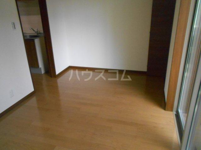 フローリッシュ津田沼Ⅲ 101号室のリビング