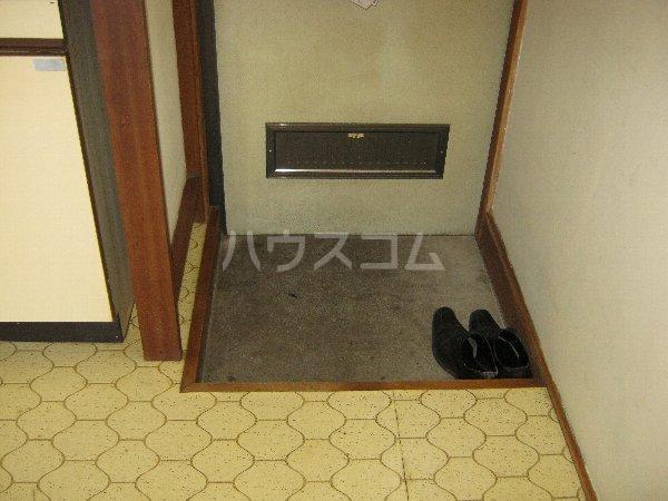 サニーハイツ青山 105号室の玄関