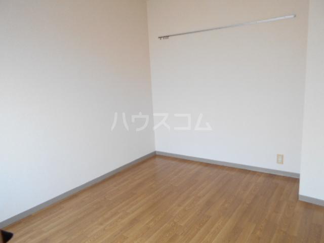 スカイコート武蔵小杉第5 208号室のリビング