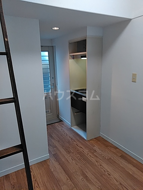 サンライズ武蔵野 203号室の居室
