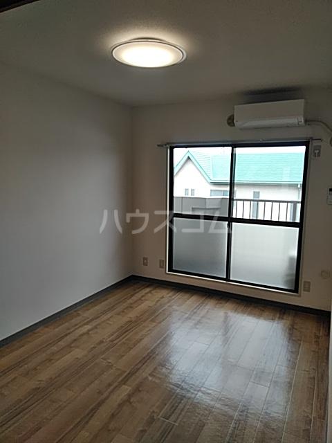 ソルジュ武蔵野A 305号室の居室