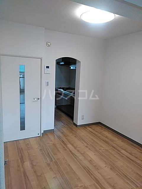 ソルジュ武蔵野A 305号室のリビング