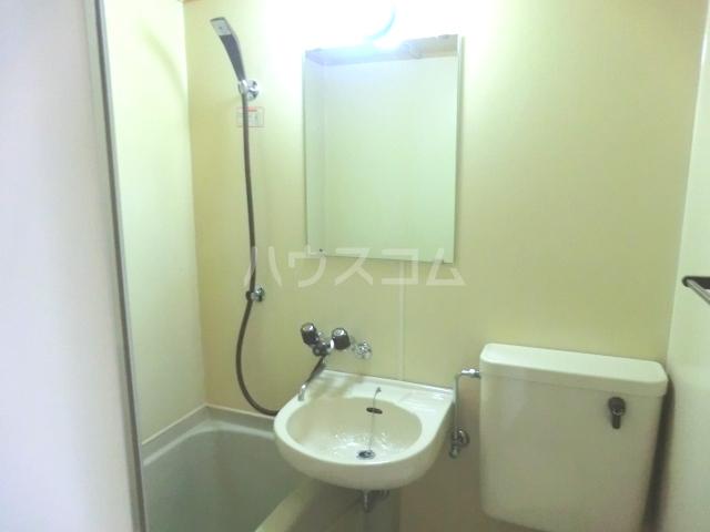 メゾン・ド・コンフォール 221号室の洗面所