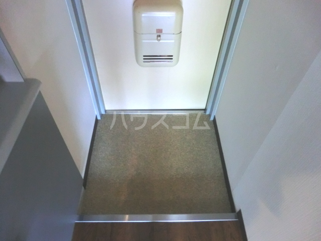 メゾン・ド・コンフォール 221号室の玄関