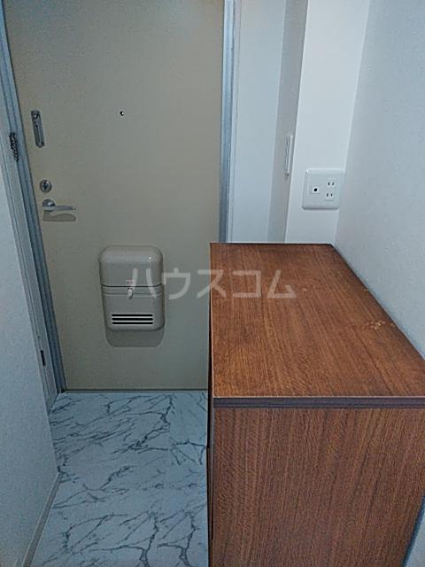 昭和ビル 205号室の玄関