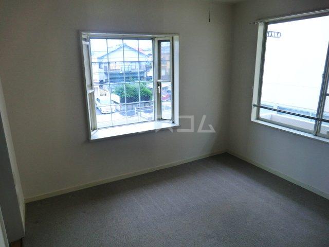 FALCON 202号室の居室