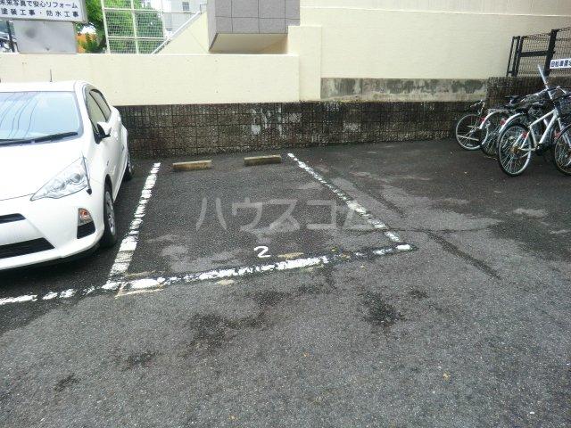 FALCON 202号室の駐車場
