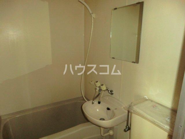 FALCON 202号室の洗面所