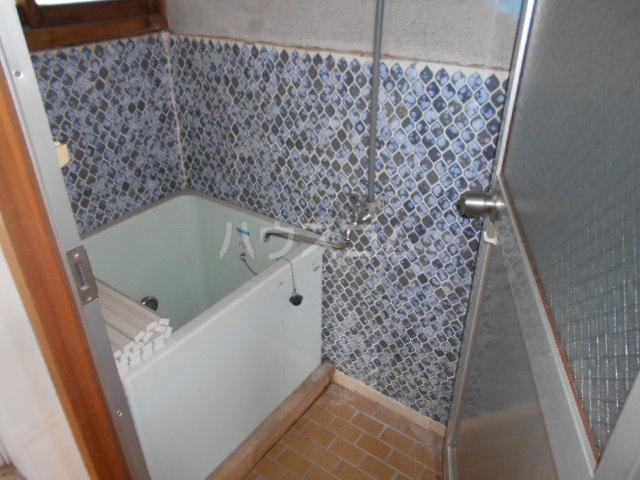 日の出荘 6号室の風呂