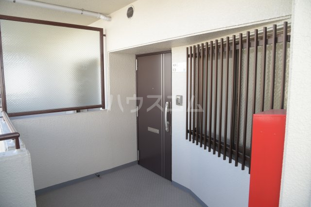 蕨スカイマンション 608号室の玄関