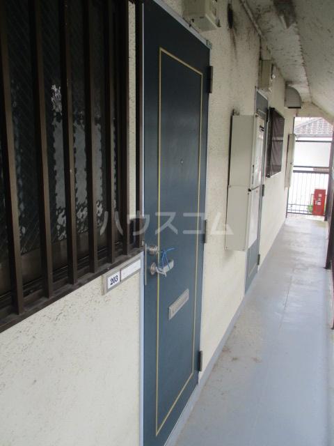 ジュン井荻 203号室の玄関