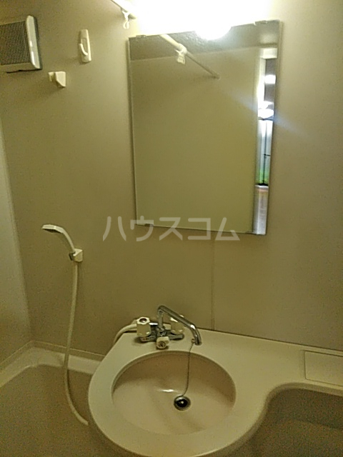 I HOUSE 101号室の洗面所
