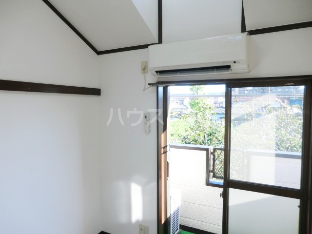 ロイヤル・タカラⅡ 201号室のベッドルーム