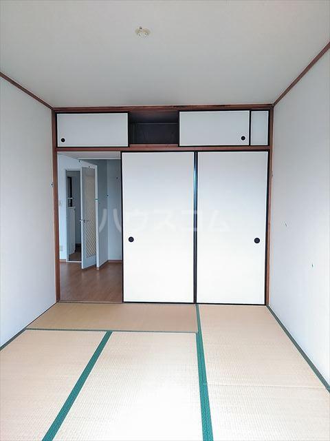 リバーサイドパーク 503号室の居室
