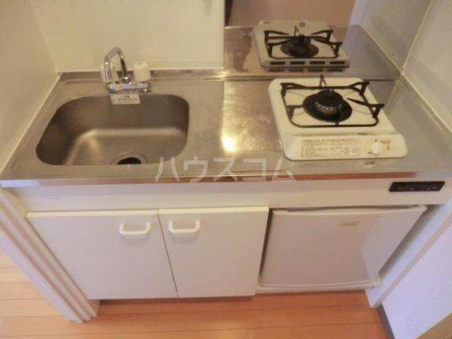 北浦和ヒルズ 402号室のキッチン