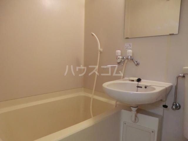 六辻ビル 403号室の風呂