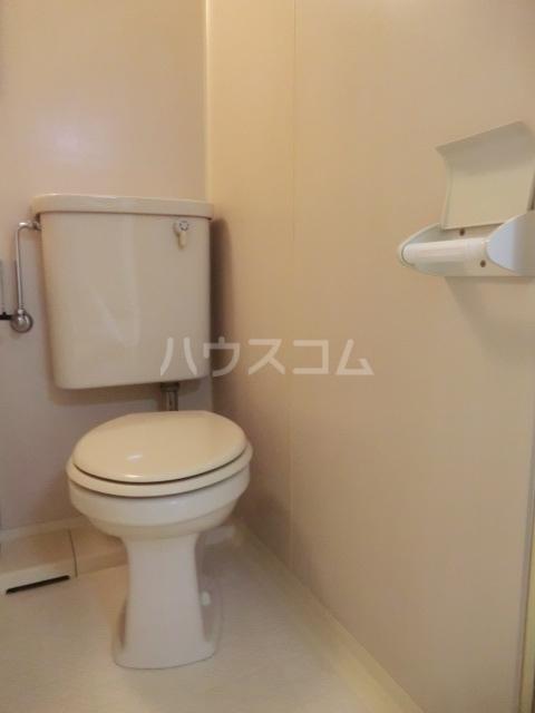 六辻ビル 403号室のトイレ