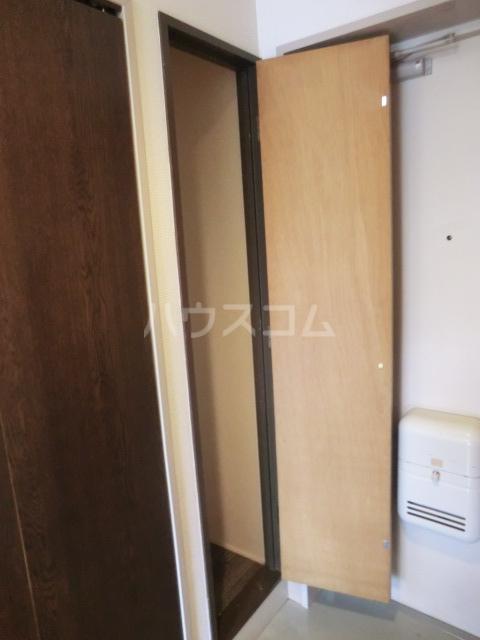 六辻ビル 403号室の収納