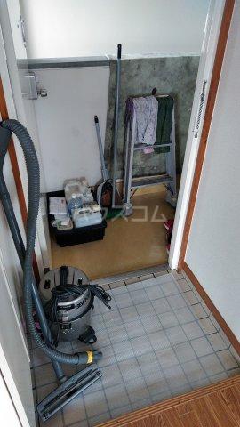 カーサ・アゼリア 301号室の玄関