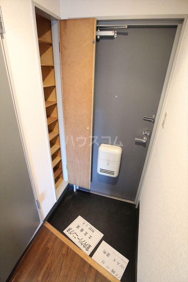 ハイフィールド浦和Ⅴ 201号室の玄関