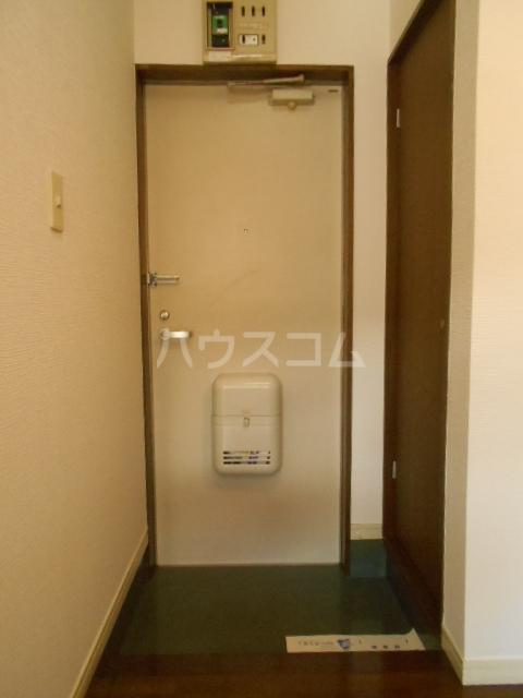 埼大前小鳩ハイツ 桜草 106号室の玄関